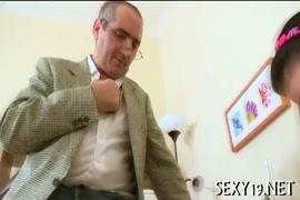 Videos xxx gratis de mujer virgen llorando con verga gigante para celular