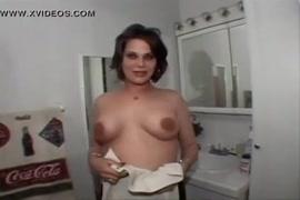 Casero de mujeres durmiendo y experimentando el sexo lesbico