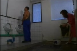 Ver videos de cagando en el baño gay y sexo