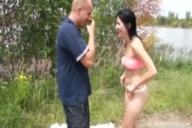 Chica se coje a su prima y la hace eyacular